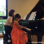 やっぱり女の子がピアノを弾く姿ってカワイイ!