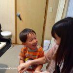 優しい双里綾伽先生は、小さなお子さんのピアノレッスンでこんな工夫をしています