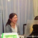 ドイツの音楽学校でピアノ講師をされた清水朋美先生は、生徒さんも先生自身も楽しいレッスンです