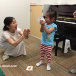 小さなお子さんのピアノは一番最初に誰から学んだかがとっても大事