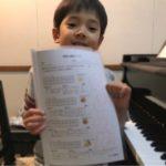 ピアノレッスンをがんばっているK君はおうちでもきちんと注意しながら練習しています