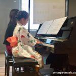 今年のコーデはヒーロー&ヒロインも登場! 聴いても見ても楽しいピアノ連弾