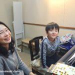 先生の魔法?で年末年始も欠かさず練習するピアノ男子たち