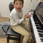 ピアノ愛に溢れる小2男子は発表会でバッハのメヌエットを弾きます